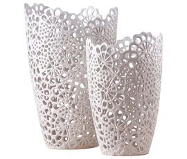 美国 Two's Company  白色陶质蕾丝雕绣花瓶二件套